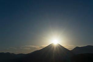 ダイヤモンド富士山の写真素材 [FYI03254636]