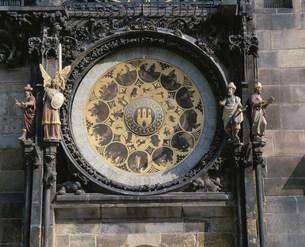 旧市庁舎の天文時計の写真素材 [FYI03257686]