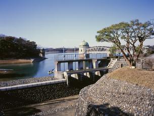 村山下貯水池管理所の写真素材 [FYI03257803]