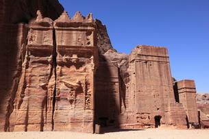 ペトラ遺跡ファサード通りの石窟墳墓の写真素材 [FYI03259708]