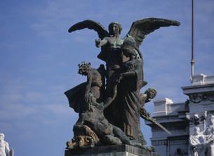 労働の勝利のブロンズ像の写真素材 [FYI03260222]