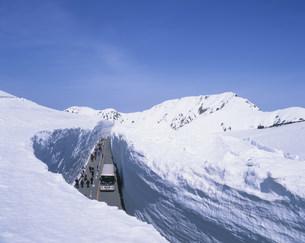 雪の大谷 立山・黒部アルペンルートの写真素材 [FYI03260654]