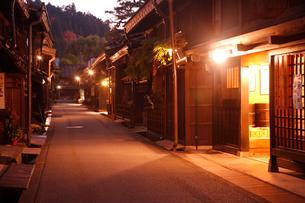 古い町並みの夜景の写真素材 [FYI03261232]