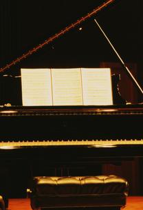 ピアノと譜面の写真素材 [FYI03264250]
