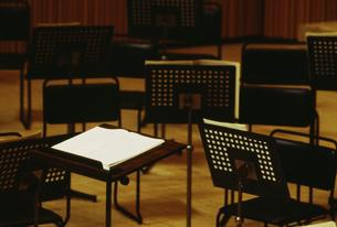 オーケストラの譜面台イメージの写真素材 [FYI03264256]