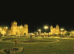 アルマス広場夜景の写真素材 [FYI03264531]