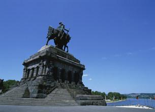 ドイチェス・エックとウィルヘルム皇帝像の写真素材 [FYI03264731]