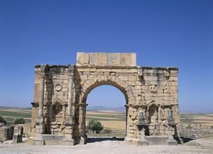 ヴォルビリス遺跡の凱旋門の写真素材 [FYI03265205]