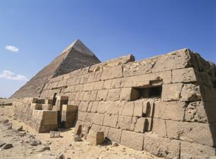 西マフタバ墳とピラミッドの写真素材 [FYI03265312]