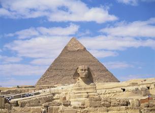 スフィンクスとピラミッドの写真素材 [FYI03265317]