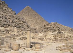王妃とクフ王のピラミッド ギザの写真素材 [FYI03265318]