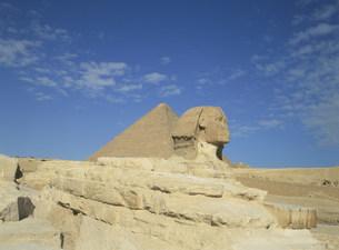 スフィンクスとピラミッドの写真素材 [FYI03266023]
