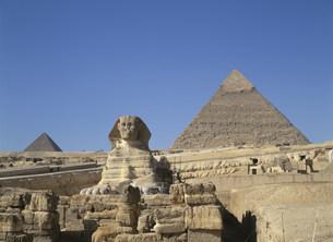 スフィンクスとピラミッドの写真素材 [FYI03266025]