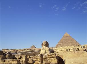 スフィンクスとピラミッドの写真素材 [FYI03266038]
