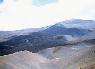 中腹の火口群 エトナ山の写真素材 [FYI03266224]