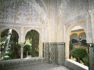 アルハンブラ宮殿の部屋と中庭の写真素材 [FYI03266397]