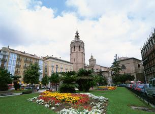 ミゲレテの塔とレイナ広場の写真素材 [FYI03266457]