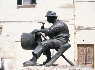 銅職人の像の写真素材 [FYI03266680]