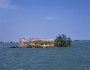 放棄された家の島の写真素材 [FYI03266749]