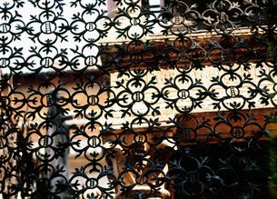 スカラ家の家紋鉄柵の写真素材 [FYI03266787]