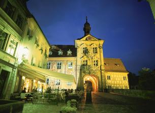 旧市庁舎の塔門夜景 バンベルク ドイツの写真素材 [FYI03266950]