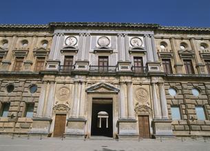 カルロス5世宮殿 アルハンブラ グラナダ スペインの写真素材 [FYI03267016]