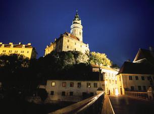 チェスキーの城夜景の写真素材 [FYI03267232]