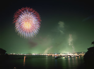 江ノ島の花火の写真素材 [FYI03267300]