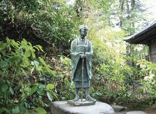 中尊寺の芭蕉像の写真素材 [FYI03267314]