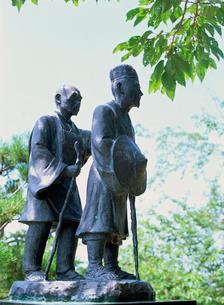 日和山公園の芭蕉と曽良の像の写真素材 [FYI03268232]