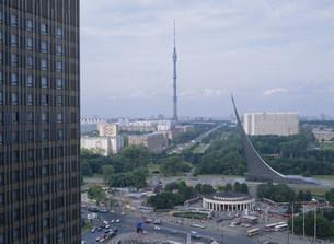 宇宙飛行士記念塔とテレビ塔の写真素材 [FYI03268424]