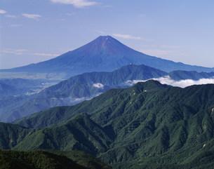 雁ヶ腹擢山より望む富士山の写真素材 [FYI03268580]