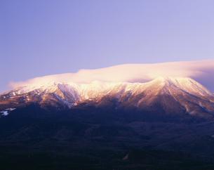 朝の木曽御岳山 開田高原の写真素材 [FYI03269972]