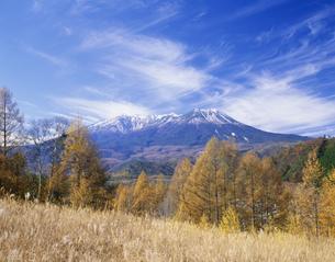 開田高原と木曽御岳山の写真素材 [FYI03269981]