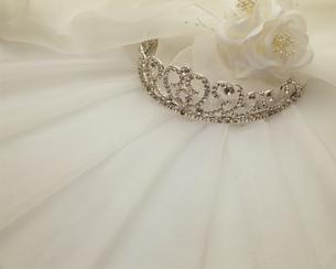 ティアラと白い布の写真素材 [FYI03270565]