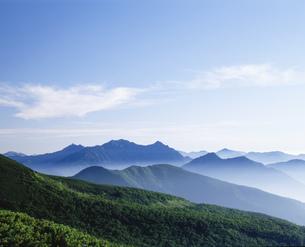 乗鞍岳より望む穂高連山と槍ヶ岳の写真素材 [FYI03270639]