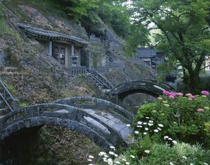 三基の石橋と五百羅漢 羅漢寺の写真素材 [FYI03270874]