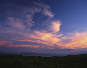 夕焼け空 霧ヶ峰 諏訪市 6月 長野県の写真素材 [FYI03270915]