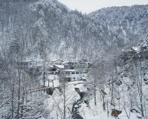 冬の白骨温泉の写真素材 [FYI03273379]