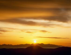 朝日と八ヶ岳 乗鞍岳より望むの写真素材 [FYI03273711]