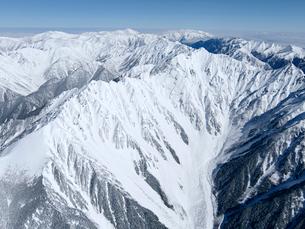 厳冬の槍.穂高連峰と北アルプス北部の山々の写真素材 [FYI03274005]