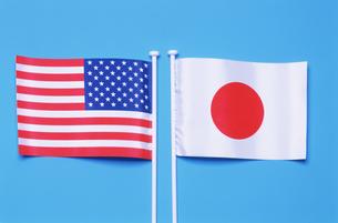 日本国旗と星条旗の写真素材 [FYI03274743]