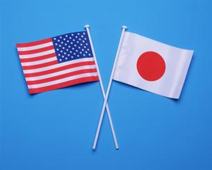 日本国旗とアメリカ国旗の写真素材 [FYI03274761]
