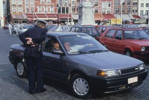 警官と運転者の写真素材 [FYI03275088]