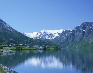 ガイランゲルフィヨルド 6月 ノルウェーの写真素材 [FYI03275543]