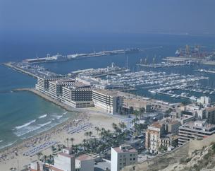 アリカンテの海岸風景   6月 バレンシア スペインの写真素材 [FYI03275576]