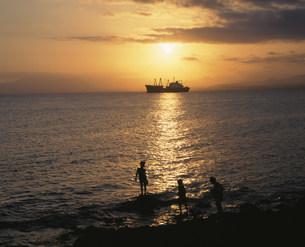 アデン湾の夕日の写真素材 [FYI03276724]