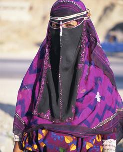 民族衣装の女性の写真素材 [FYI03276725]