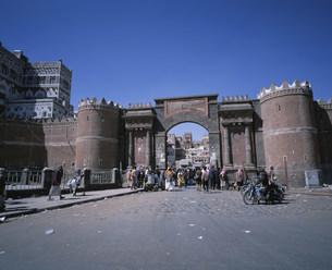 サナア旧市街 イエメン門の写真素材 [FYI03276737]