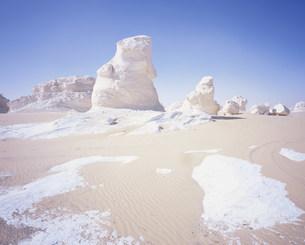 西方砂漠バフレイヤオアシスより白砂漠の写真素材 [FYI03277107]